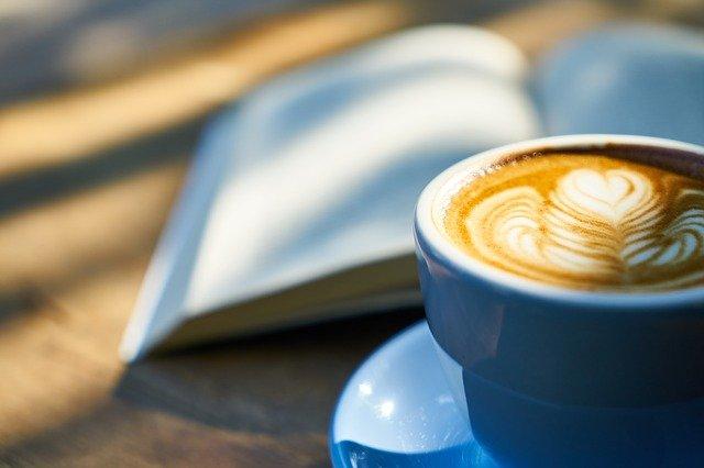 テキストとコーヒー